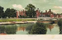 885  -  Hampton Court